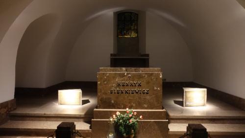 Stare Miasto – Bazylika św. Jana Chrzciciela – krypta i sarkofag Henryka Sienkiewicza