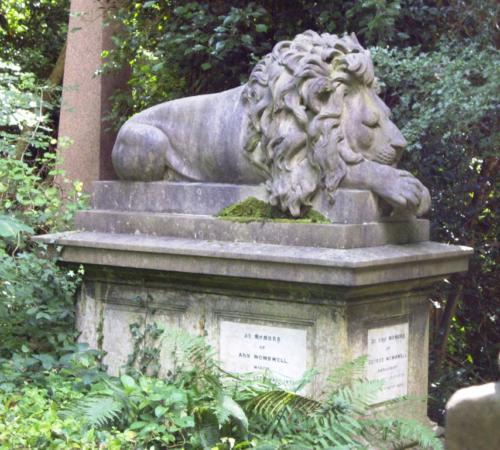 Highgate cementery East grób właściciela cyrku G. Wombwella z ulubionym lwem