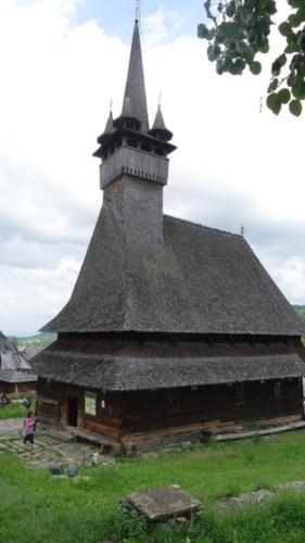 Budeşti – cerkiew pw. św. Mikołaja z 1643 r. – charakterystyczna wieża ozdobiona wieżyczkami