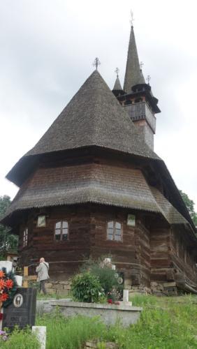 Budeşti – hełm wieży ozdobiony 4-ma wieżyczkami na rogach.