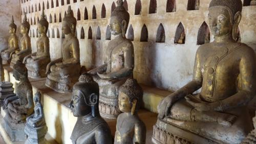 Vientian – posągi Buddy wokół świątyni Wat Si Saket