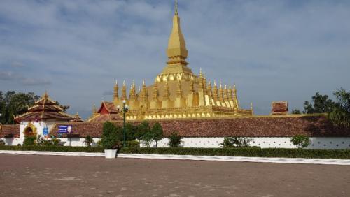 Vientian - Stupa Pha That Luang – najsłynniejszy sakralny obiekt Laosu, pełniący rolę symbolu narodowego, wkomponowanego nawet wgodło państwowe