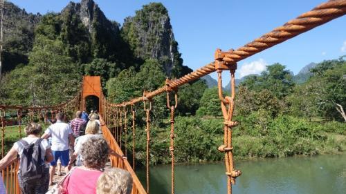 Vang Vieng – wapienne wzgórza nadrzeką