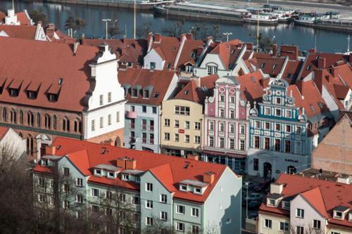 Widok na ratusz i kamienice Starego Miasta