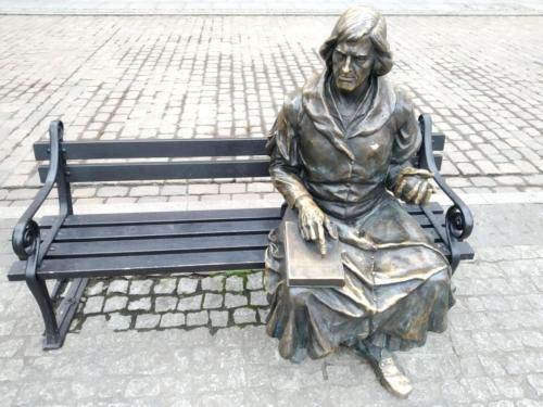Ławeczka Kopernika narynku wGrudziądzu. (aut. Marcin Gorączko)