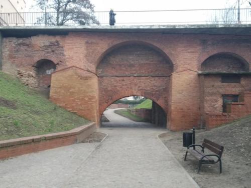 Pozostałości średniowiecznego mostu wGrudziądzu. (aut. Marcin Gorączko)