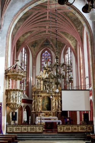 Białogard – wnętrza gotyckiego kościoła NMP
