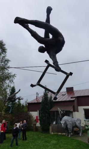 Poczesna – rzeźby artysty najego prywatnej posesji