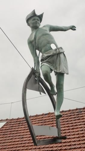 Poczesna – rzeźby artysty naterenie jego posiadłości