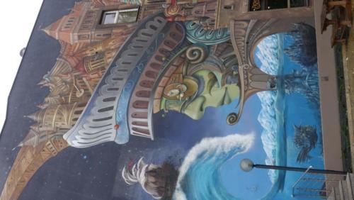 """Gigantyczny mural """"Strażnik czasu"""""""