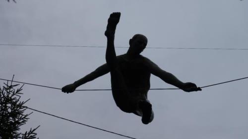 Balansujące rzeźby Jerzego Kędziory wCzęstochowie